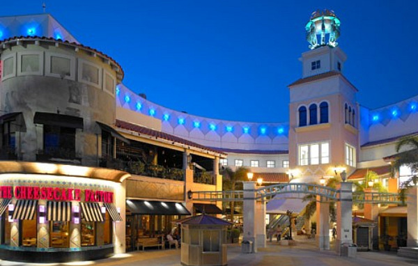 Dolphin Mall is Miami-Dade County's largest retail value shopping center blending the hottest concepts in theme entertainment and dining with an unparalleled offering of more than value-oriented stores.